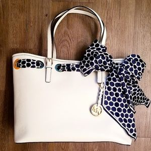 MICHAEL KORS Tote with Jet Set Scarf🦋